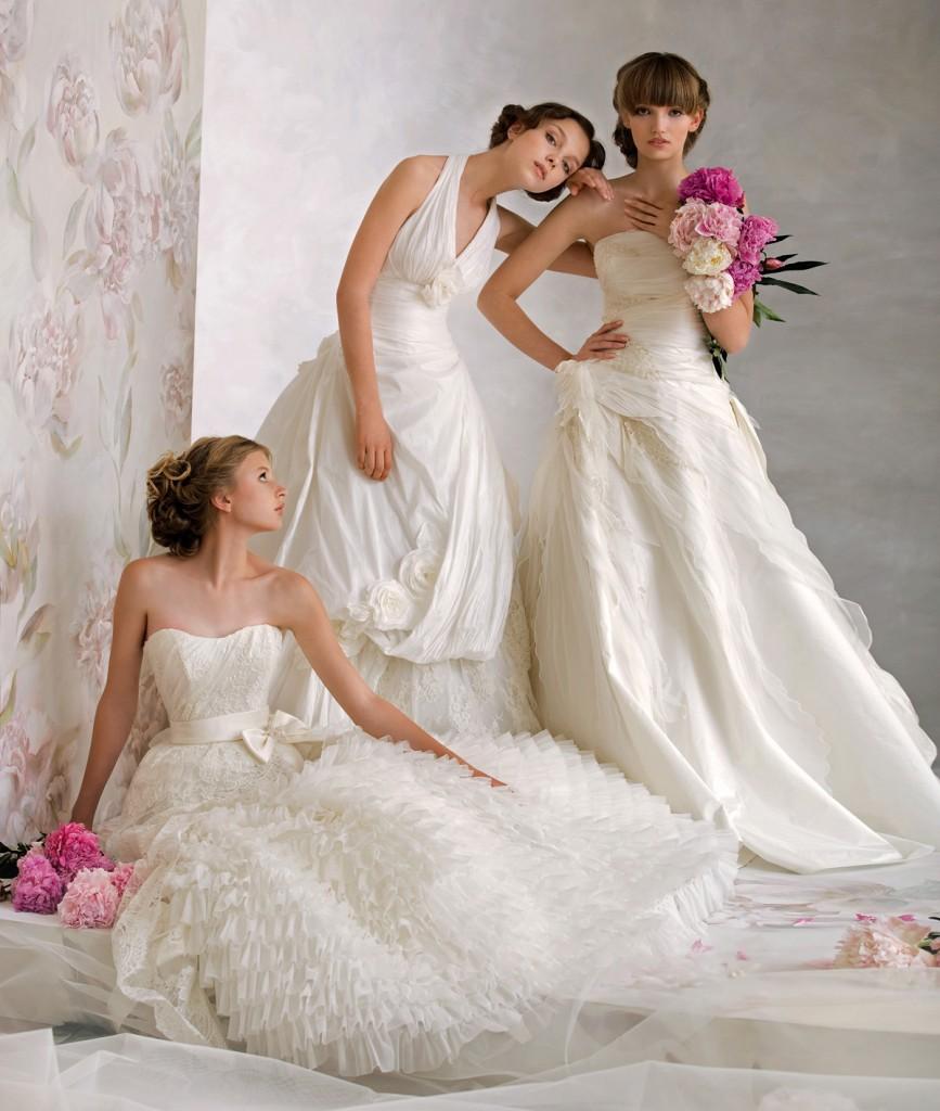 Невесты в свадебных платьях