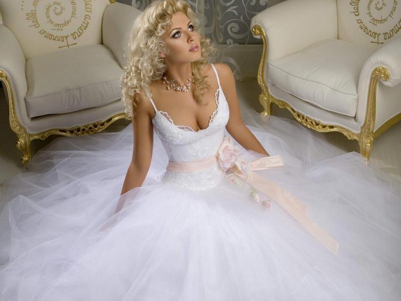 kak-vybrat-svadebnoe-plate-dlya-devushki-s-tipom-figury-pryamougolnik